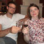 Katja und Franz stoßen auf das neue Clubjahr an.